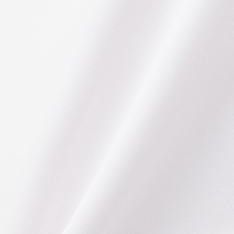 軽量で、吸汗性・速乾性に優れた「スペースマスター」を用いた素材をメインに使用。汗をかいても快適な着心地を維持。