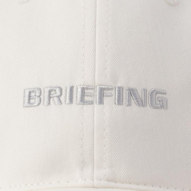 フロントパネルにあしらった刺繍は本体と同色の配色にしたシックな佇まい。