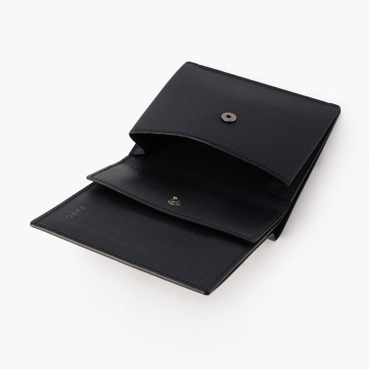小銭入れのデザインをアップデート。以前より開口部が広く、より小銭が出しやすい構造に。