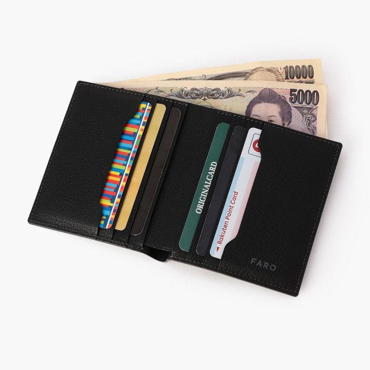 内部のデザインを見直し、お札とカードが6枚収納できる構造に。